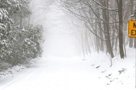 snowy-winter-road-in-toronto